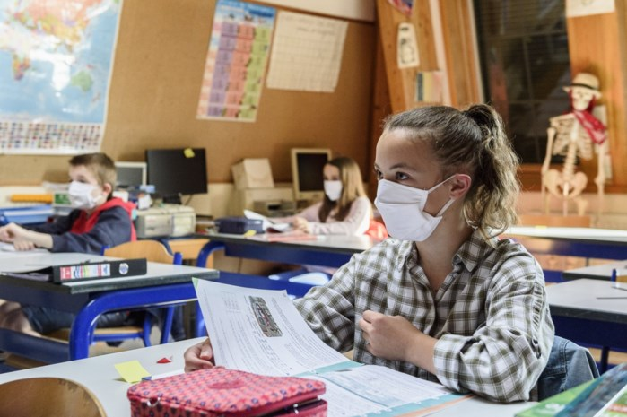 """De ene school na de andere moet sluiten: """"Het schoolse leven is duidelijk een bron van verspreiding"""""""