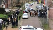 """Foto van menigte op huwelijk van agent zet kwaad bloed: """"De politie stond erbij en keek ernaar"""""""