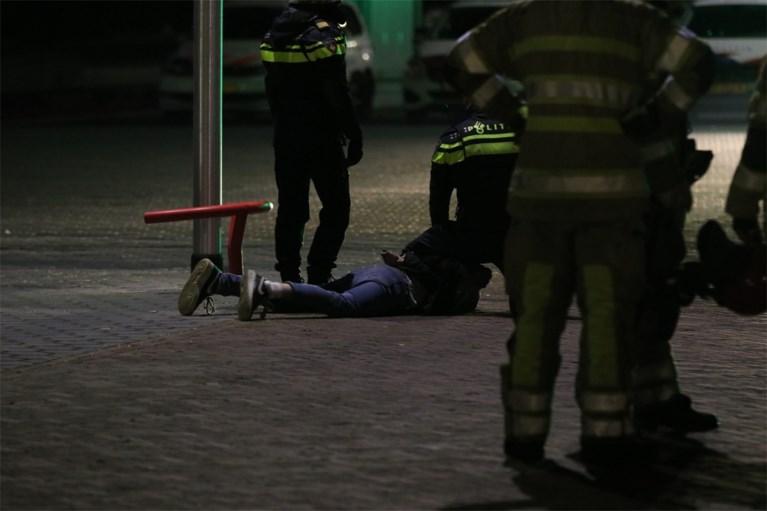 Protest tegen avondklok in Nederland loopt uit de hand in kleine gemeente: corona-testdorp verwoest