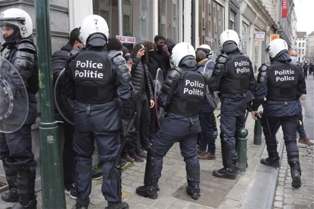 Politie arresteert tientallen manifestanten in Brussel, betoging was niet-toegelaten