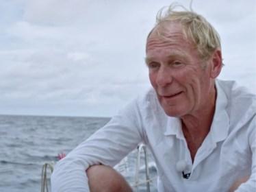 """Kapitein Piet Smet, de man die zes BV's 'Over de oceaan' voerde: """"Zo'n reis is nooit zonder gevaar. Ik heb genoeg collega's verloren op zee"""""""