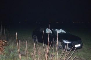 Bestuurder lichtgewond afgevoerd naar ziekenhuis nadat hij van snelweg schuift