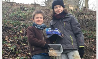 En plots vind je écht een schat: Arthur (10) en Robbe (11) ontdekken per toeval gestolen juwelen tijdens het spelen