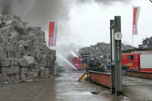 Hele dag rook- en geurhinder door brand in metaalbedrijf HKS Metals