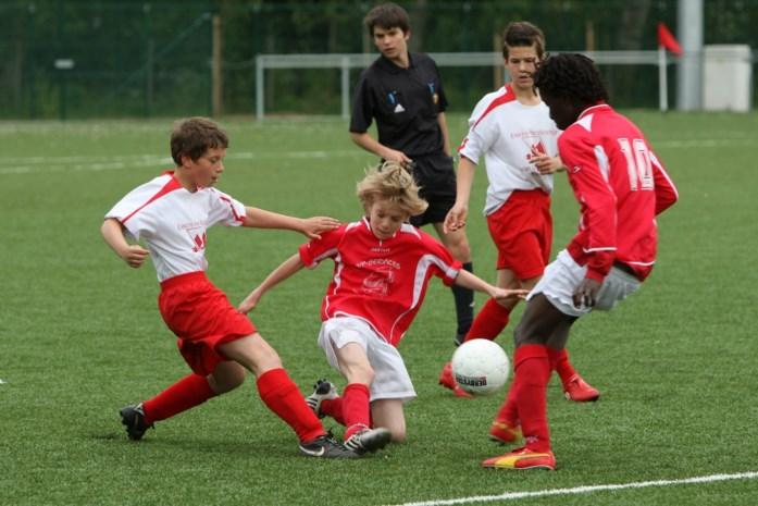"""Het voorstel van twee sportartsen om de jeugd toch te laten bewegen: """"We mogen hen niet alles afpakken"""""""