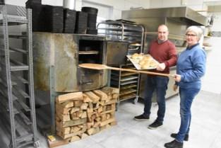 """Lieve en Luc runnen succesvolle hoevebakkerij: """"Van elke graankorrel die we oogsten, bakken we brood, op hout zoals vroeger"""""""