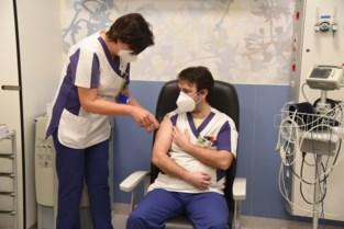 """""""Dit geeft hoop"""": 150 personeelsleden Sint-Blasiusziekenhuis krijgen coronaprik<BR />"""