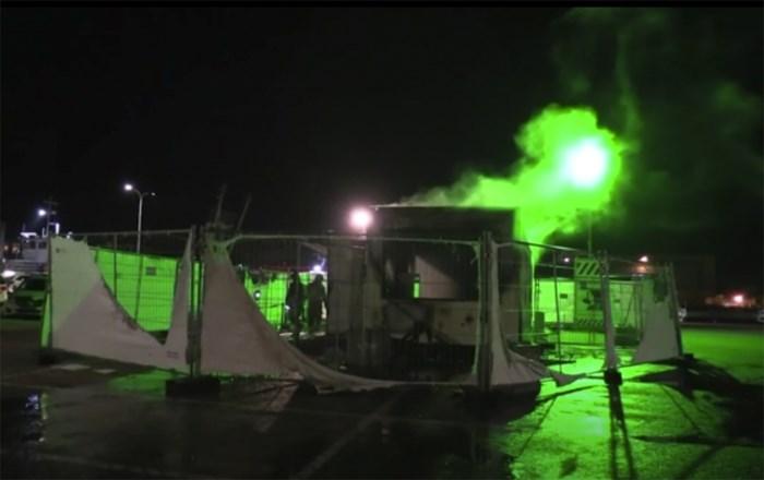 Waarom net in het kleine vissersdorp Urk een Covid-teststraat in brand gestoken werd: het hallucinante verhaal van een uniek Nederlands dorp