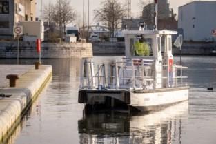"""Afvalboot Cetacea ruimt dokken op: """"Meer mensen wonen aan water, dus meer afval"""""""