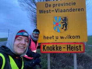 """Restauranthouder Tom (42) stapt 75 kilometer naar de kust: """"Letterlijk én figuurlijk de lijdensweg van de horeca"""""""