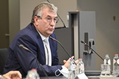 """""""Vanuit Vlaanderen moet men niet opleggen welke maatregelen Franstaligen moeten nemen"""": hoe de taalgrens ook coronakloof is"""