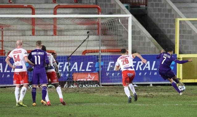Penalty of niet? Deze overtreding van Serge Tabekou levert Anderlecht strafschop en punt op tegen Moeskroen
