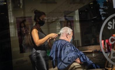 """Experts waarschuwen voor heropening kappers: """"Ze kunnen wekelijks tot 10.000 extra besmettingen veroorzaken"""""""