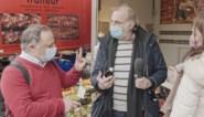 """Marc Van Ranst deelt 'vaccinbier' uit en verdedigt zich tegen kritiek: """"Ludiek initiatief"""""""