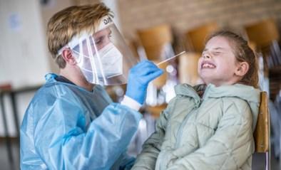 """Verpleegkundige Bjorn is de schrik van alle kindjes die op zijn stoel gaan zitten: """"Ik kan niet beloven dat het geen pijn zal doen"""""""