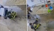 Airco valt op hoofd van brandweerman tijdens blussen van felle woningbrand