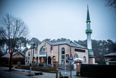 """Opheffingsprocedure tegen moskee gestart na homofobe uitspraken imam: """"Wie haat zaait, heeft hier geen plaats"""""""