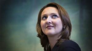 """""""Communist"""" Gwendolyn Rutten is risee van de Wetstraat na tweet over coronavaccins: """"Sire, er zijn geen liberalen meer"""""""