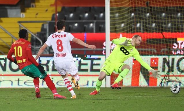 KV Oostende bijt in het zand: Kustboys geven in allerlaatste seconde twee punten uit handen tegen Standard, dat ongeslagen blijft onder Leye