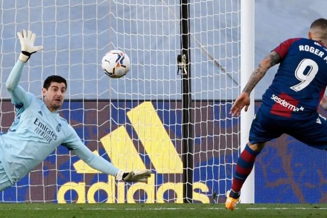 Thibaut Courtois stopt penalty, maar Real Madrid gaat in eigen huis alsnog onderuit tegen Levante