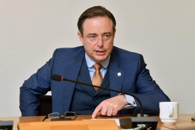 """Bart De Wever over zaak-Kucam: """"Er is niets mis met Theo Francken"""""""