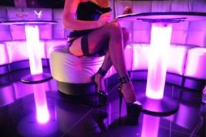 Zeventiger verhuurde krotwoningen aan prostituees: 25 mensen aangetroffen bij inval