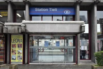 """Doek valt helemaal over Tielts stationsloket: """"Als de wachtzaal nu maar niet dichtgaat"""""""