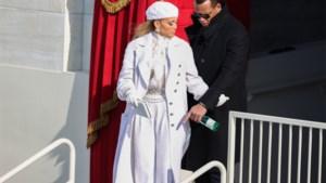 SHOPPING. Een wintermantel zoals Jennifer Lopez