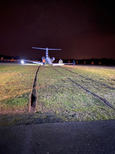 Privéjet met Dries Mertens schuift van landingsbaan in Deurne: Rode Duivel komt er met de schrik vanaf