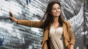 """Marlène de Wouters duikt na lange afwezigheid op in 'De ideale wereld': """"Een ludiek praatprogramma zie ik mezelf nog wel eens presenteren"""""""
