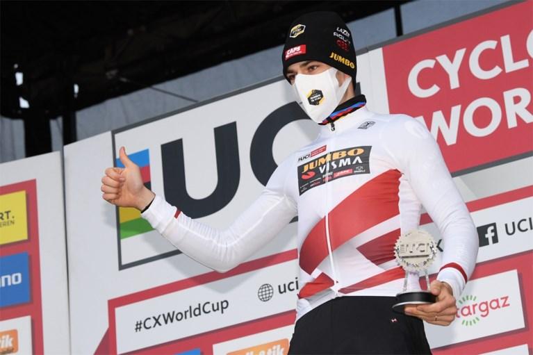 Wout van Aert wint in Overijse en steekt Wereldbeker op zak na héérlijk en spectaculair duel met Mathieu van der Poel
