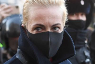 """Yulia Navalnaya en haar miljoen volgers nemen de handschoen op tegen Poetin: """"We winnen sowieso"""""""