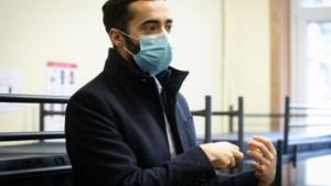 """Rechtse oppositie beschuldigt Mahdi van """"fake news"""" over uitgezette imam"""