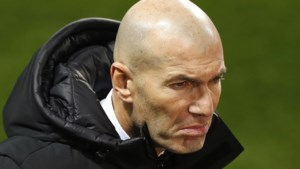 """Zinedine Zidane ontploft op persconferentie, maar heeft goed nieuws over Eden Hazard: """"Slechts twee à drie weken out"""""""