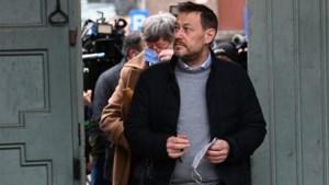 """Ex-stagiaire Woestijnvis doorbreekt stilte over Bart De Pauw: """"13 jaar geleden werd hij al om exact dezelfde reden op het matje geroepen"""""""