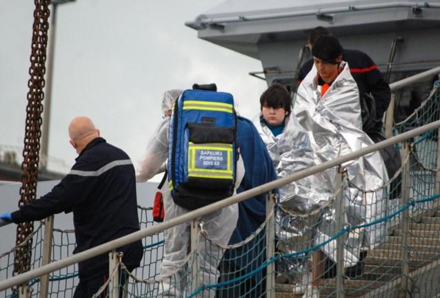 Franse marine redt zesendertig migranten in Kanaal