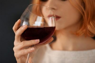 Is één biertje per dag oké? En twee glazen rode wijn? En wat met de combinatie met geneesmiddelen? Al jullie vragen over alcohol beantwoord