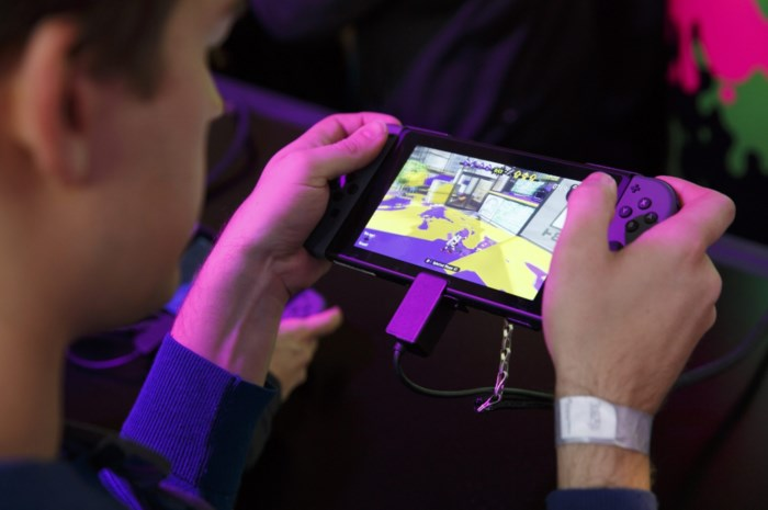 Als er alleen nog gamen is: hulpverleners zien hoe corona jongeren steeds vaker richting een gameverslaving duwt