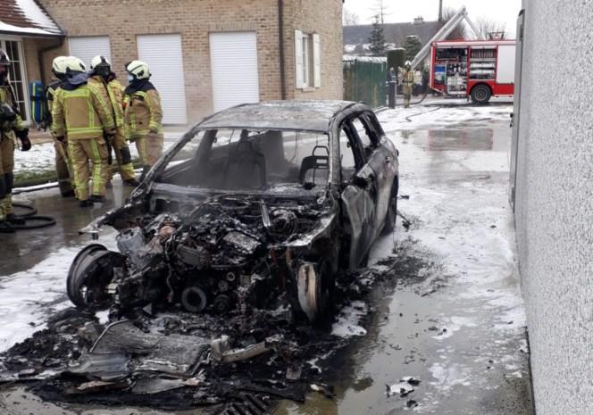 """Wagen brandt uit bij bedrijf dat drie jaar geleden verwoest werd door inferno: """"Nu zijn we er met de schrik van af gekomen"""""""