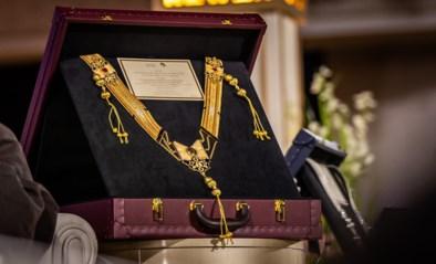 Dit noemen ze een trofee! Belgische wint gouden borststuk voor paard met 550 gram goud, 545 diamanten en vier robijnen