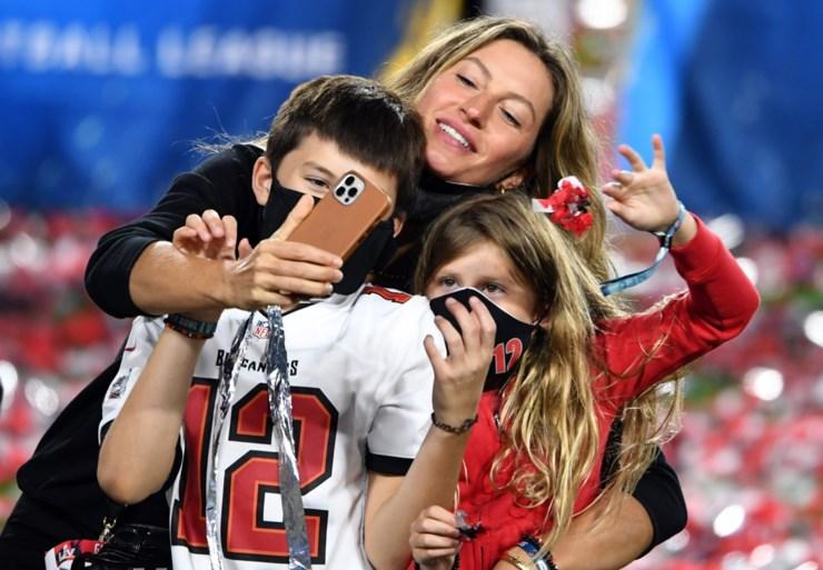 Tom Brady (43 jaar!) doet het opnieuw: NFL-legende wint zevende Super Bowl na zege met Tampa Bay Buccaneers tegen Kansas City Chiefs