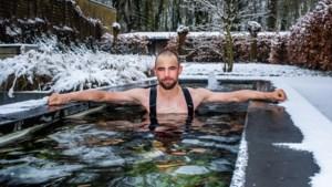 """'IJsbeer' Victor Campenaerts springt ook bij vriestemperatuur dagelijks in zijn vijver: """"Je gaat er niet dood van, hoor"""""""