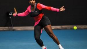 Serena Williams geeft zich half bloot als eerbetoon aan jeugdidool