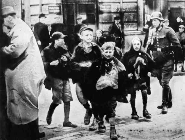 """Holocaust-experten voor de rechter omdat ze verwijzen naar mogelijke collaboratie, """"en dat schaadt de reputatie van Polen"""""""