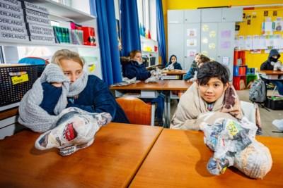 -4° maar alle vensters blijven open en kinderen gaan in skipak naar de les: is ventileren bij zo'n vrieskou niet overdreven?