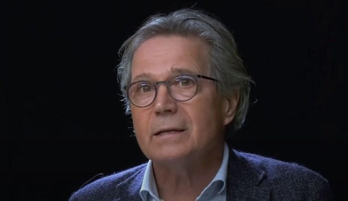 """Van Ranst en co. niet te spreken over """"gevaarlijke"""" bioloog die ook BV's overtuigt om zich niet te laten vaccineren"""