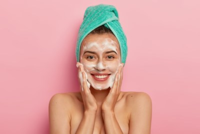 Je huid reinigen is meer dan wat water in je gezicht pletsen: na dit artikel ga je nooit meer ongewassen naar bed