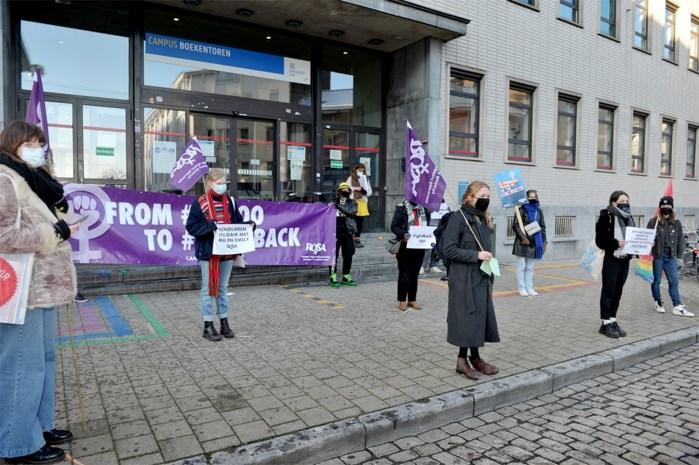 Feministische organisatie protesteert opnieuw tegen uitspraken Jeff Hoeyberghs