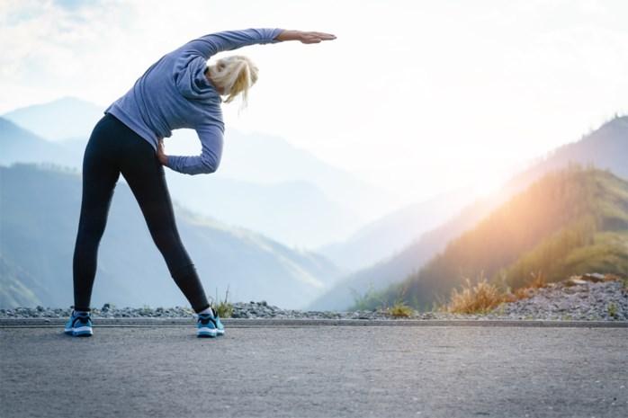Van een glas water halen tot je plas ophouden: hoe en hoeveel moet je bewegen op jouw leeftijd om gezond te blijven?
