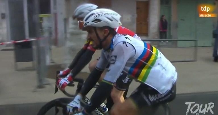 Valpartijen ontsieren slotkilometer: toeschouwer veroorzaakt crash, ook Julian Alaphilippe onderuit in Tour de la Provence